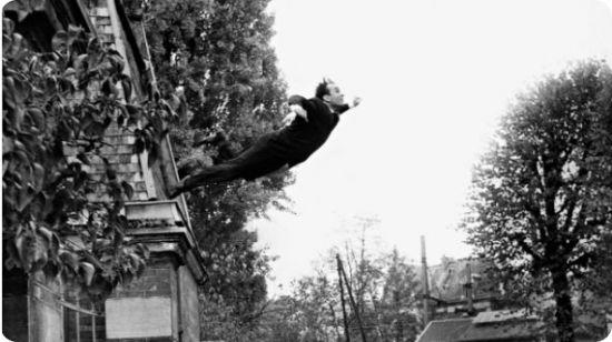 le_saut_dans_le_vide_yves_klein